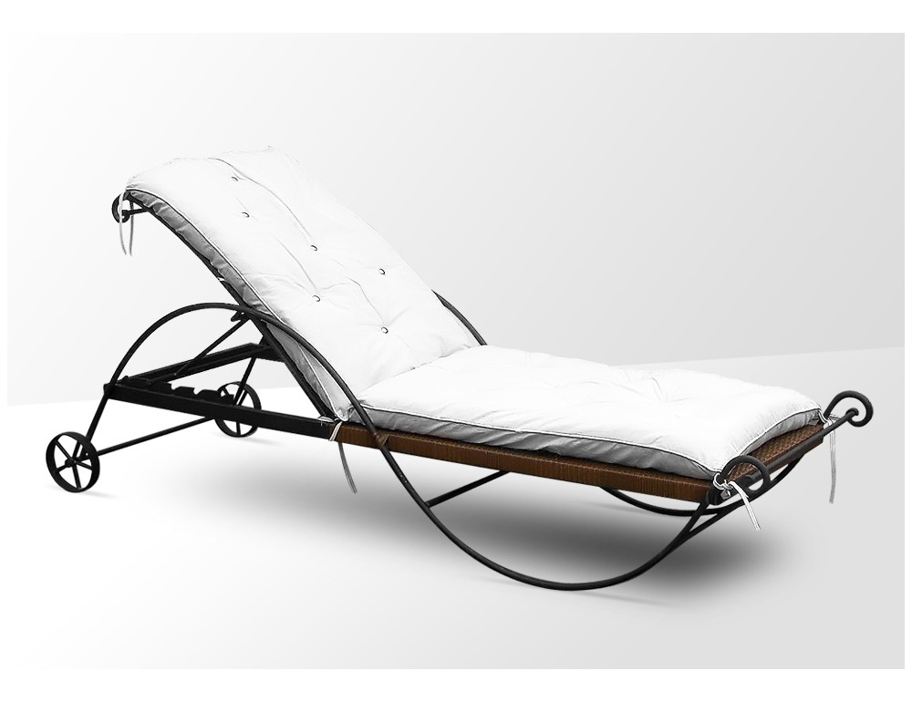 la m tallerie chaise en fer forg avec coussin. Black Bedroom Furniture Sets. Home Design Ideas