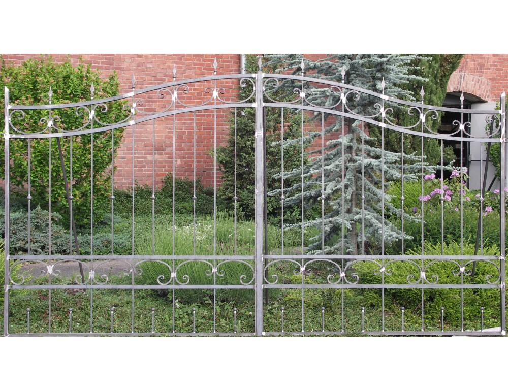 La m tallerie portail en fer forg pinson portail for Peindre sur du fer